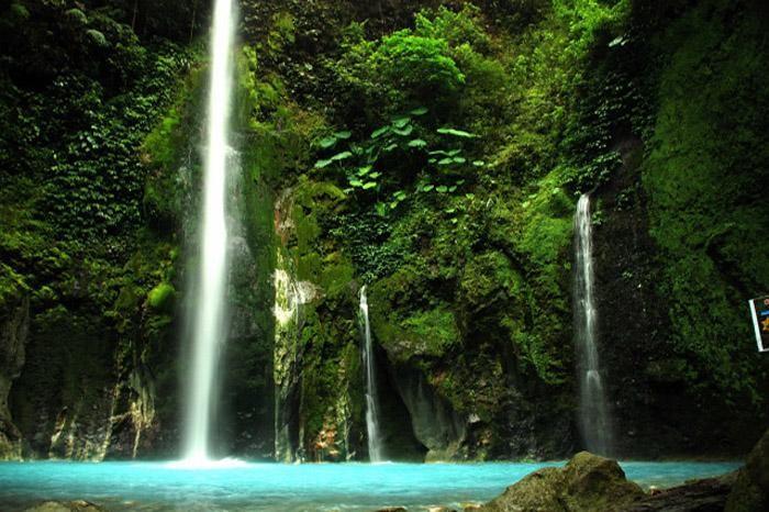 Air Terjun Dua Warna (sumber: flicker.com @toradja)